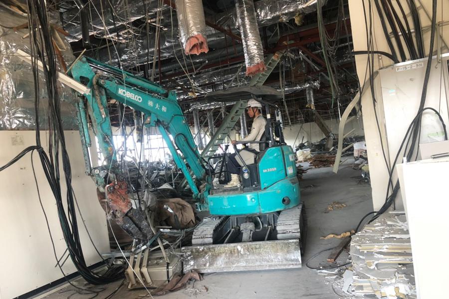 工場の内装解体工事 その2